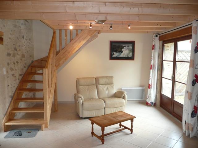 interieur maison bois et pierre image sur le design maison. Black Bedroom Furniture Sets. Home Design Ideas